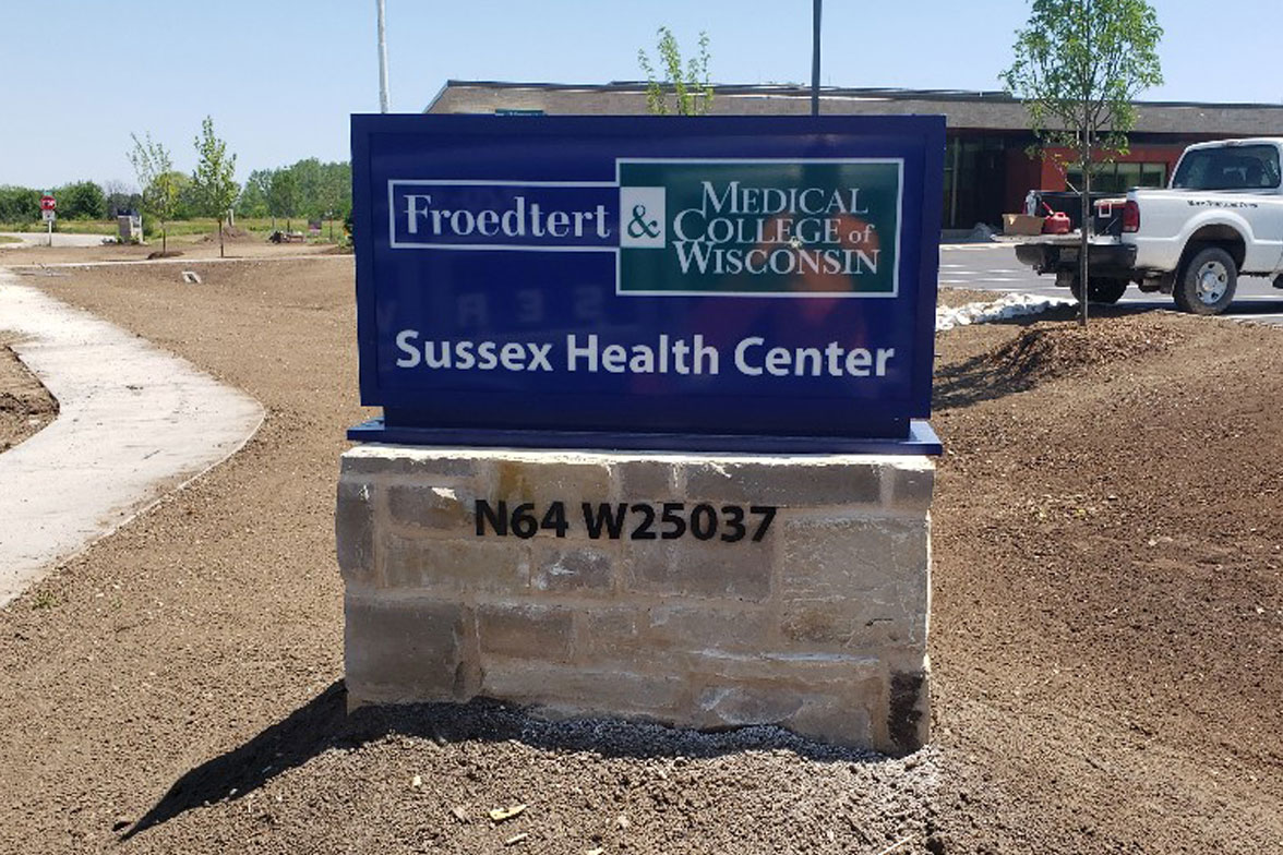 hospital sign, address sign, hospital signage, wi sign company, lit sign, illuminated sign, sign with brick, sign with stone